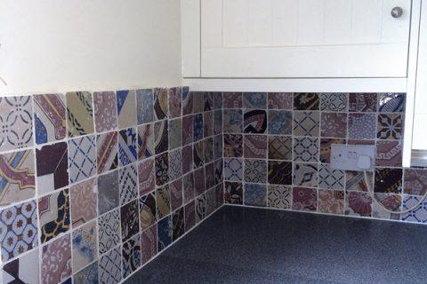 Kitchen splashback with Italian ceramic tiles